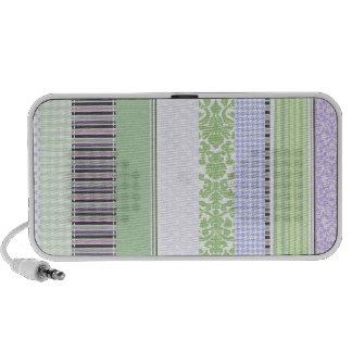 Modelo femenino verde y púrpura de la raya notebook altavoz