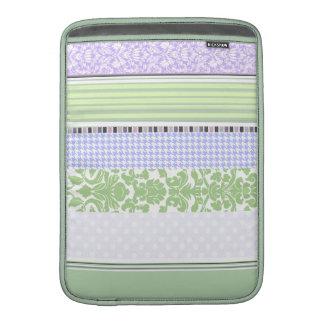 Modelo femenino verde y púrpura de la raya fundas para macbook air