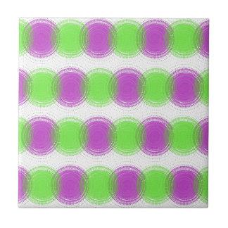 Modelo festivo de la púrpura y de la verde lima tejas