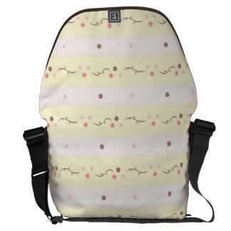 Modelo floral amarillo rosado de la raya bolsas de mensajeria