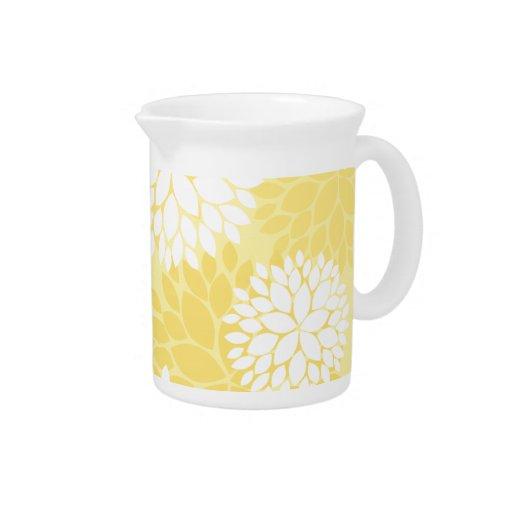 Modelo floral blanco amarillo del monograma jarras para bebida