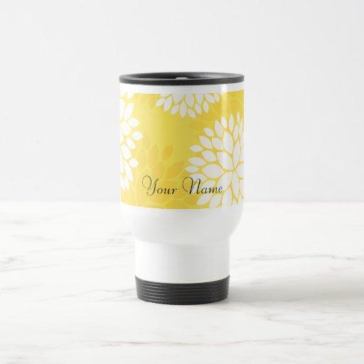 Modelo floral blanco amarillo del monograma taza térmica