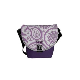 Modelo floral blanco púrpura de Paisley Bolsas De Mensajería