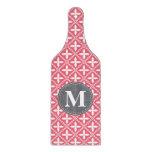 Modelo floral blanco rosado con monograma del tablas para cortar