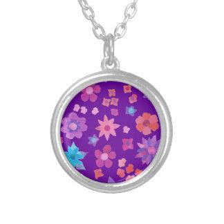 Modelo floral bonito de Boho en fondo púrpura Colgante Redondo