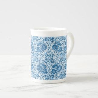 Modelo floral del cordón de los azules añiles de taza de té