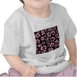 Modelo floral del rosa y del negro camiseta