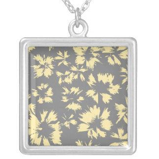 Modelo floral gris y amarillo colgante cuadrado