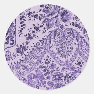 Modelo floral púrpura del cordón pegatina redonda