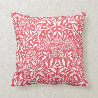 Modelo floral rojo del damasco almohada