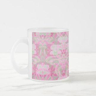 Modelo floral rosado del pétalo de la flor taza cristal mate