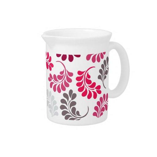 Modelo floral rosado rojo del monograma jarra para bebida