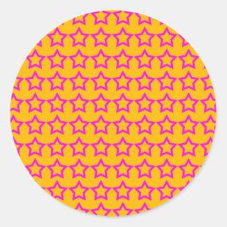 Modelo: Fondo anaranjado con las estrellas rosadas Pegatinas Redondas