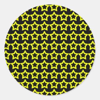 Modelo: Fondo negro con las estrellas amarillas Pegatina Redonda
