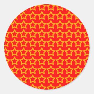 Modelo: Fondo rojo con las estrellas anaranjadas Pegatina Redonda