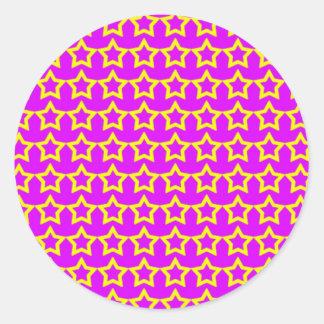 Modelo: Fondo rosado con las estrellas amarillas Pegatina Redonda