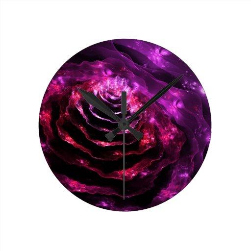 Modelo futurista floral surrealista de la violeta  reloj redondo mediano