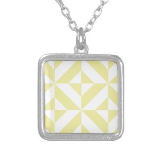 Modelo geométrico amarillo claro del cubo de Deco Collar Plateado
