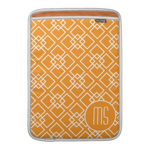 Modelo geométrico anaranjado del monograma fundas MacBook