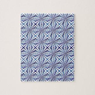 Modelo geométrico azul y blanco puzzle