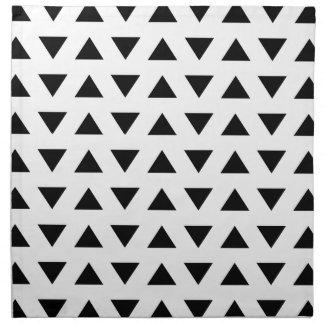 Modelo geométrico blanco y negro de triángulos servilleta
