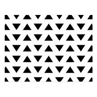 Modelo geométrico blanco y negro de triángulos postal
