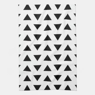 Modelo geométrico blanco y negro de triángulos toallas de mano