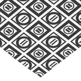 Modelo geométrico blanco y negro del signo de camino de mesa corto