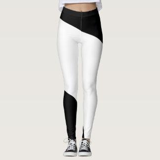 Modelo geométrico blanco y negro leggings