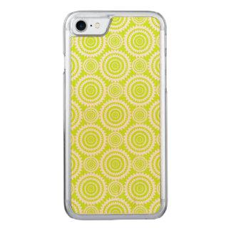 Modelo geométrico chartreuse y blanco funda para iPhone 7