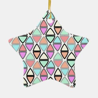 Modelo geométrico colorido del triángulo de la adorno navideño de cerámica en forma de estrella