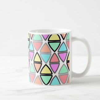 Modelo geométrico colorido del triángulo de la taza clásica