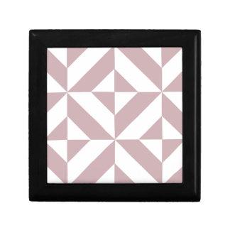 Modelo geométrico de color de malva medio del cubo cajas de recuerdo