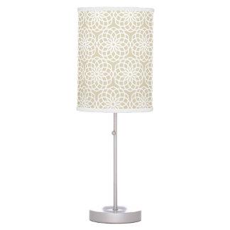 Modelo geométrico de la flor natural del enrejado lámpara de mesa
