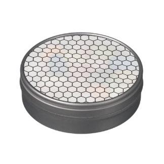 Modelo geométrico del hexágono blanco y negro latas de dulces
