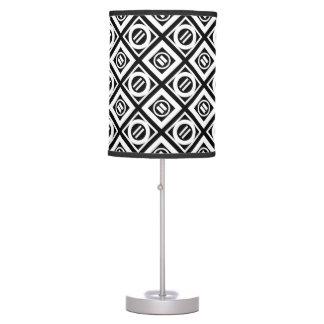 Modelo geométrico del signo de igualdad del blanco lámpara de mesilla de noche