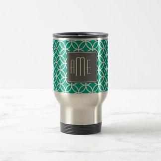 Modelo geométrico esmeralda con los monogramas tazas de café