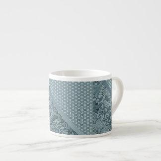 Modelo geométrico floral de la espuma del mar taza de espresso