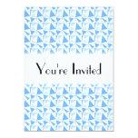 Modelo geométrico moderno blanco y azul invitación 12,7 x 17,8 cm