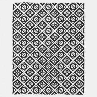 Modelo geométrico negro del signo de igualdad en manta de forro polar