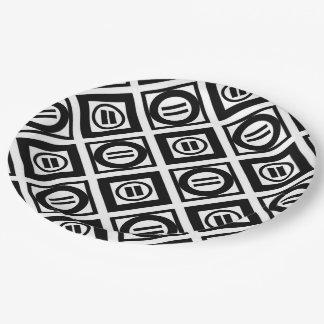 Modelo geométrico negro del signo de igualdad en plato de papel de 9 pulgadas