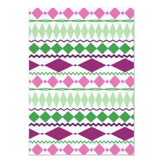 "Modelo geométrico tribal verde púrpura invitación 5"" x 7"""