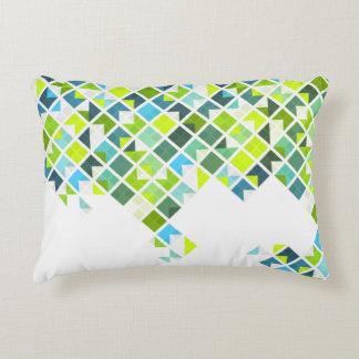 Modelo geométrico verde, azul, blanco cojín decorativo