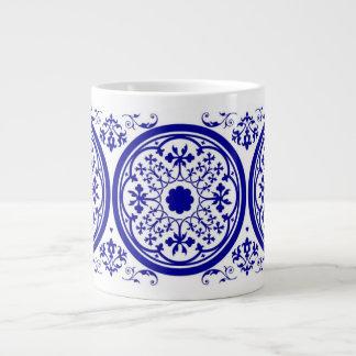 Modelo gótico blanco azul de la teja taza grande
