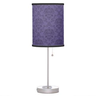 Modelo gótico real púrpura