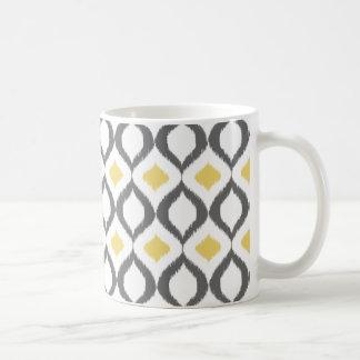 Modelo gris amarillo geométrico retro de Ikat Tazas De Café