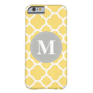 Modelo gris de Quatrefoil del amarillo del Funda De iPhone 6 Barely There