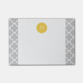 Modelo gris de Quatrefoil, monograma amarillo Post-it Nota