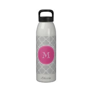 Modelo gris de Quatrefoil monograma de las rosas Botella De Agua