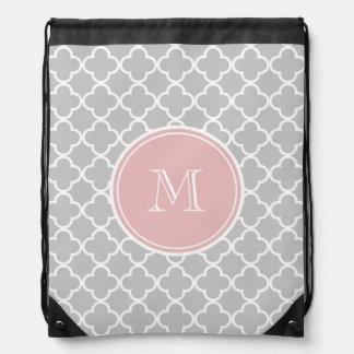 Modelo gris de Quatrefoil, monograma rosado Mochila
